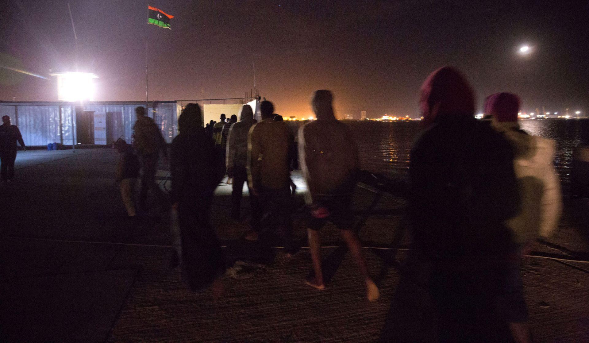 CRVENI KRIŽ: Trinaest migranata ugušilo se u kontejneru u Libiji