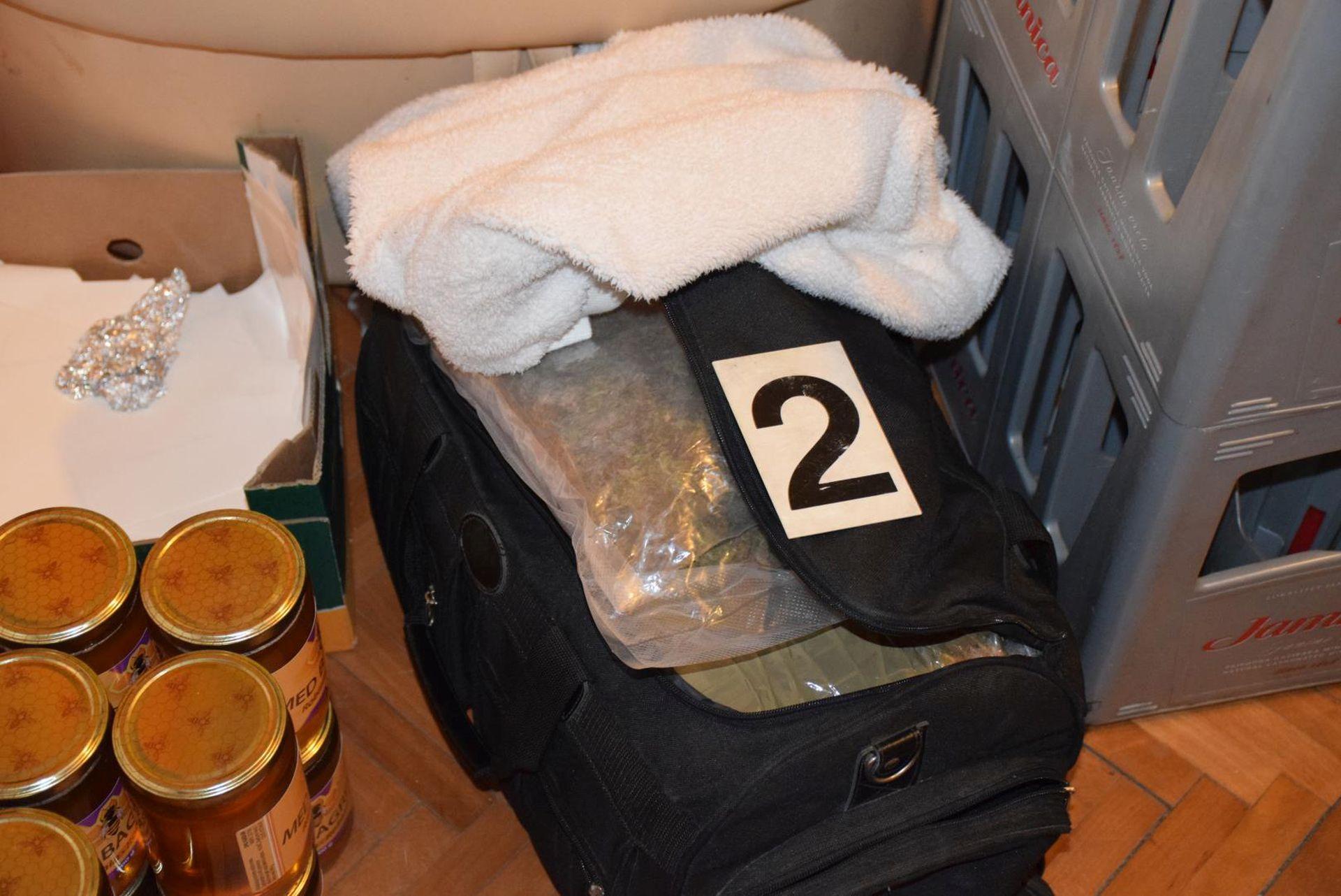 ZAGREB Uhvaćen muškarac s arsenalom oružja i više od 7 kg marihuane