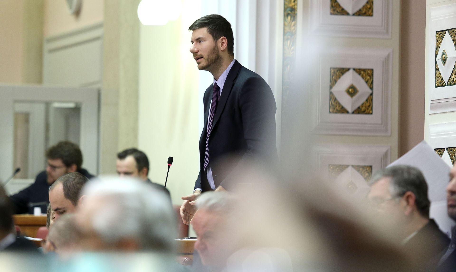 SABOR Pernar zatražio četiri minute šutnje za sve mlade iseljenike iz RH
