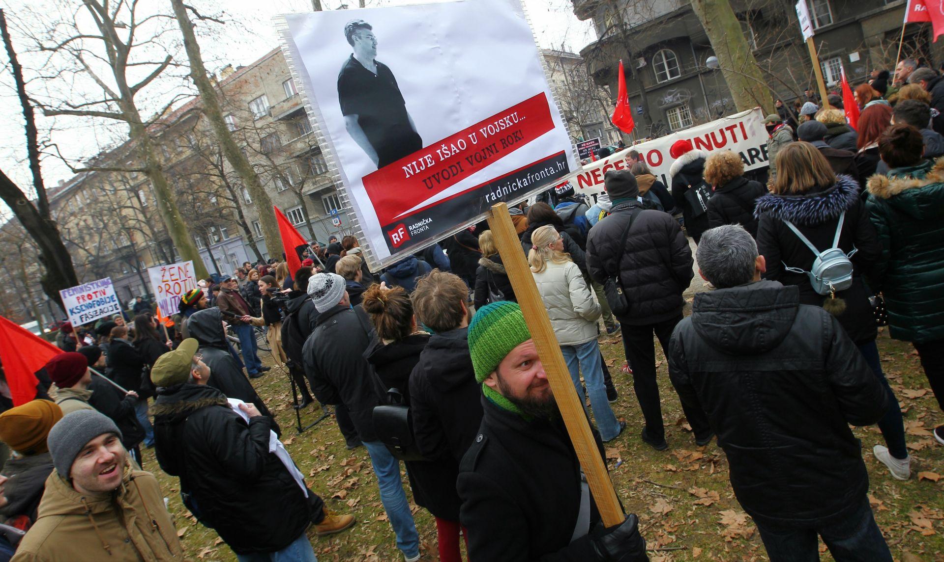 SLUŽENJE VOJNOG ROKA: Prosvjedi 'za' i 'protiv' ispred MORH-a