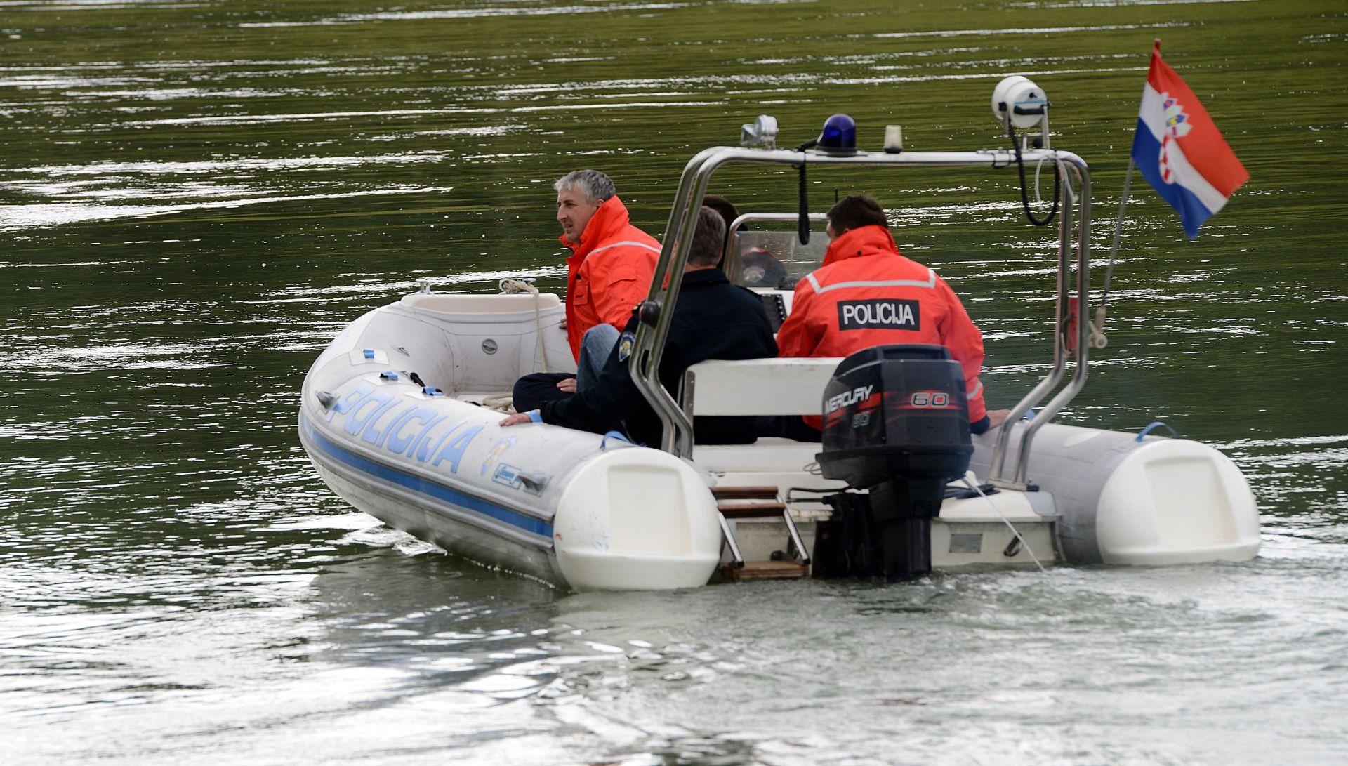GOSPIĆ Iz rijeke izvađen golf s truplom nepoznate osobe