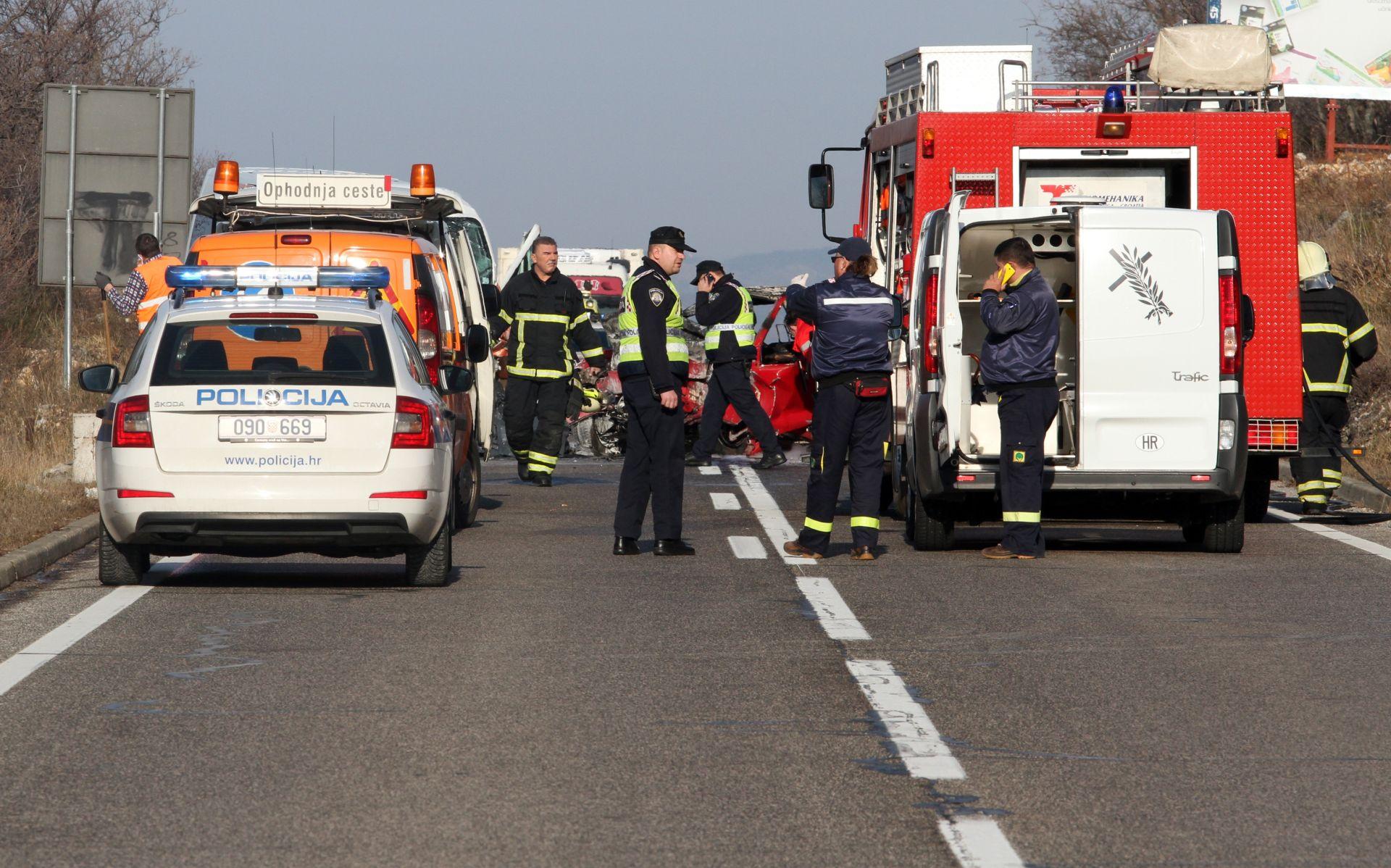 PROMETNA NESREĆA: U sudaru automobila i minibusa poginula jedna osoba, 11 djece ozlijeđeno