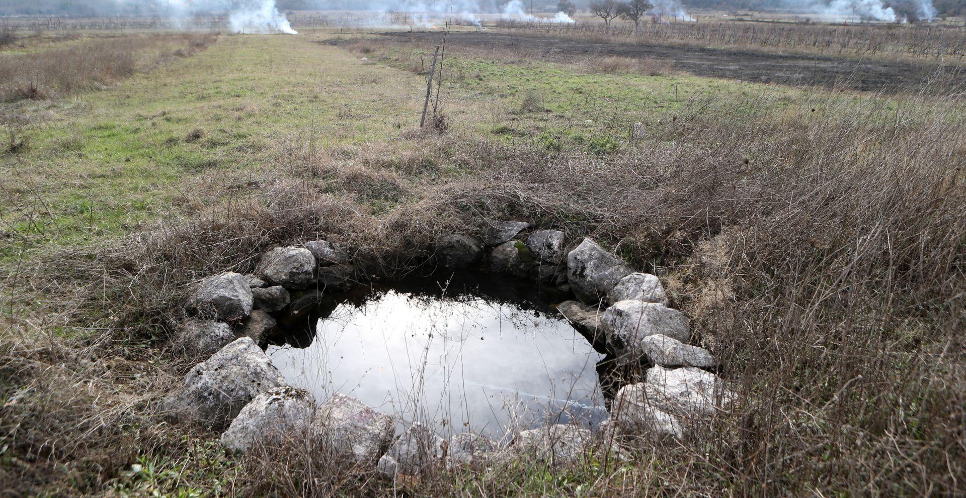 KAŠTEL Pronađeno žensko tijelo u poljskom bunaru