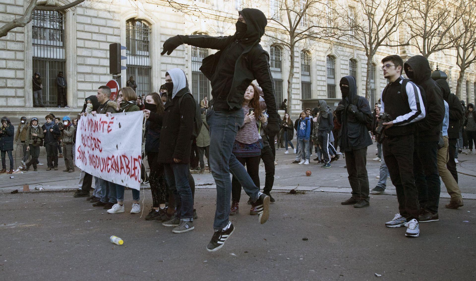 STOTINE NA ULICAMA PARIZA: Prosvjedi protiv policijske brutalnosti, 26 uhićenih