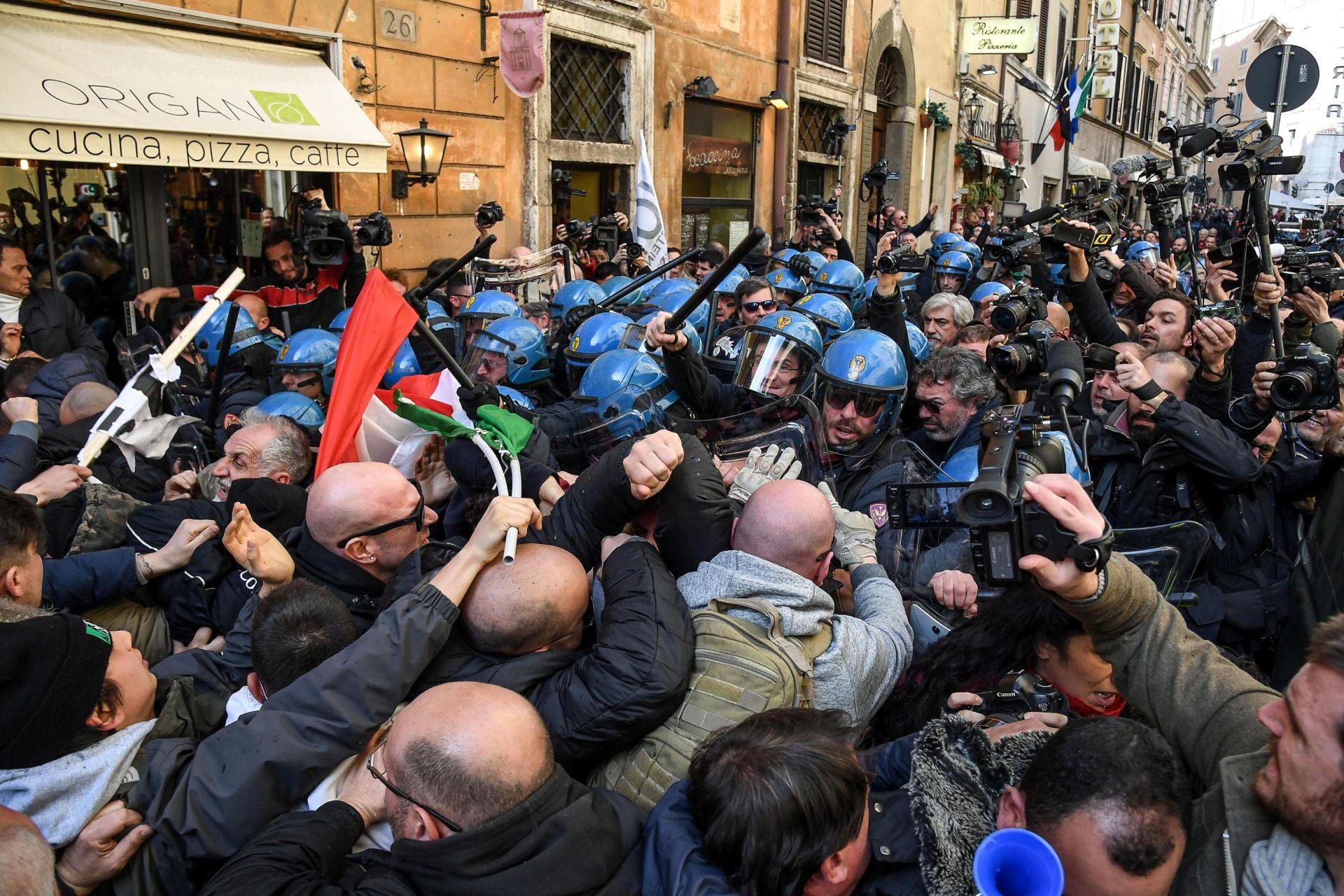"""""""NELOJALNA KONKURENCIJA"""": Talijanski taksisti prosvjeduju protiv uberizacije"""