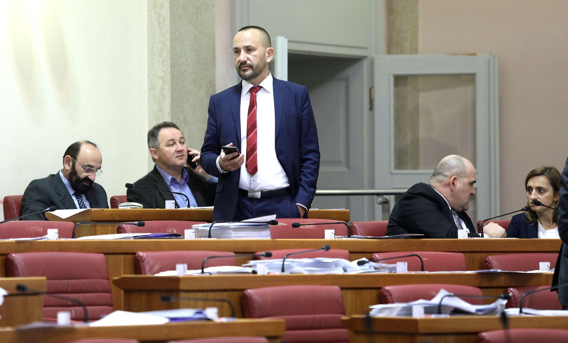 Zekanović: Nedopustivo nametanje LGBTIQ agende HKD-u