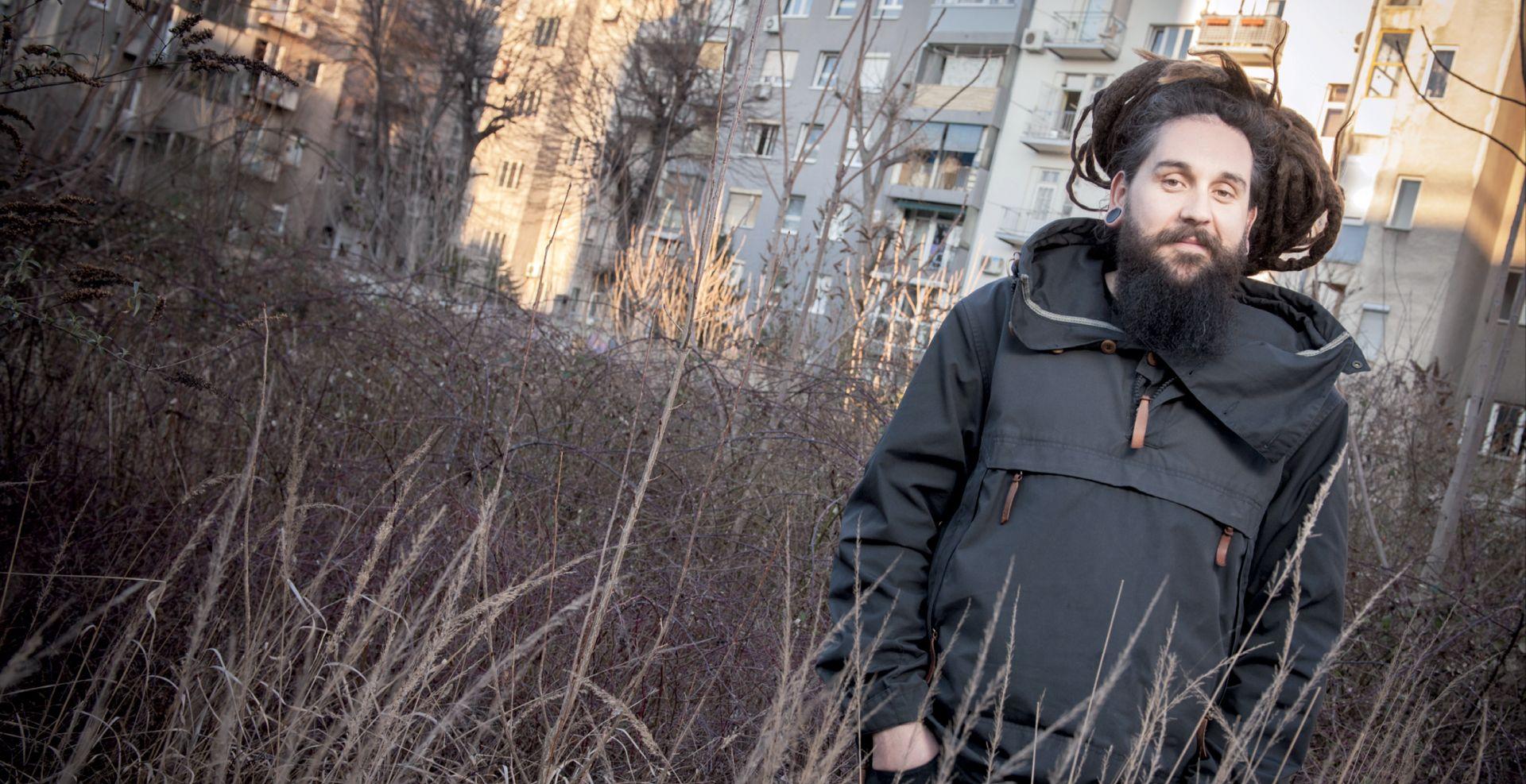 INTERVIEV: BORKO VUKOSAV 'Jugoslavija je bila velebna mašinerija, veća od nas samih'