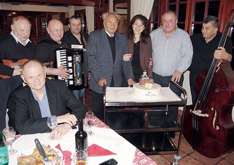 Manolić uz muzikaše proslavio 97. rođendan