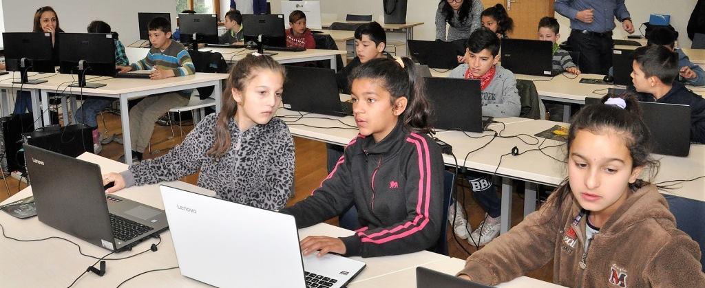 FOTO: Djeca romske nacionalnosti učila o STEM vještinama