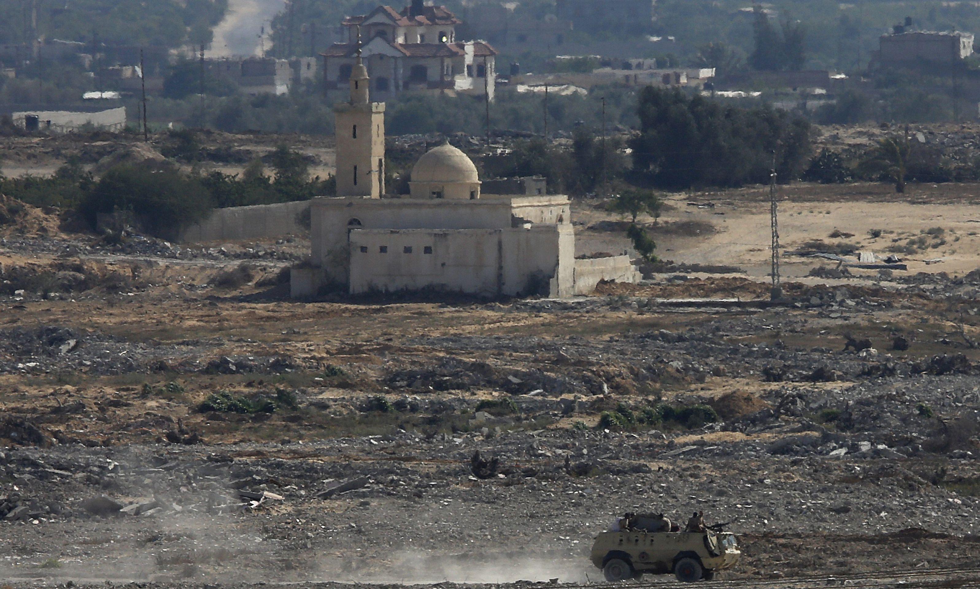 Deset vojnika ubijeno u eksploziji bombi na Sinaju