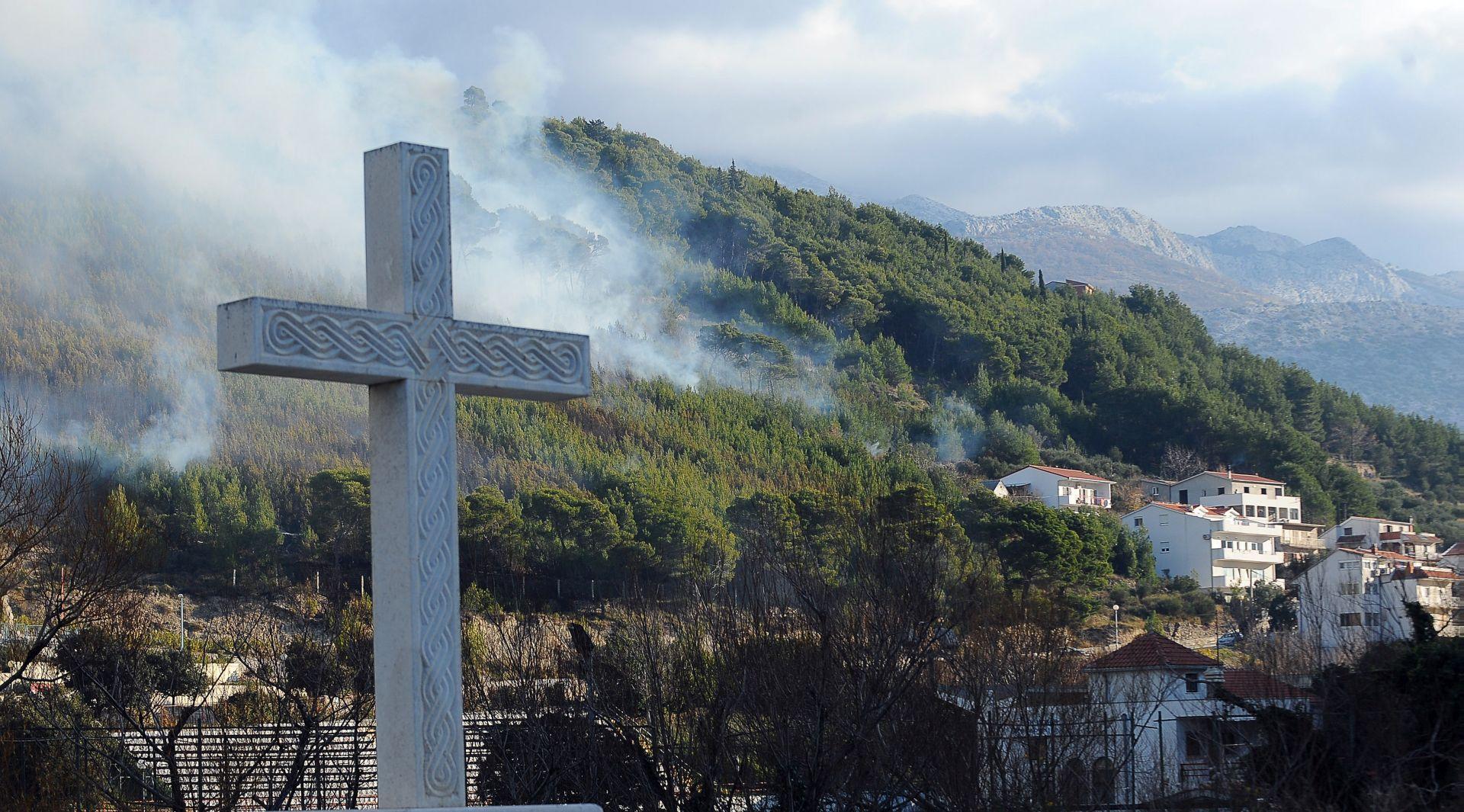 SPLIT Požar između Žrnovnice i Kučića prijetio kućama