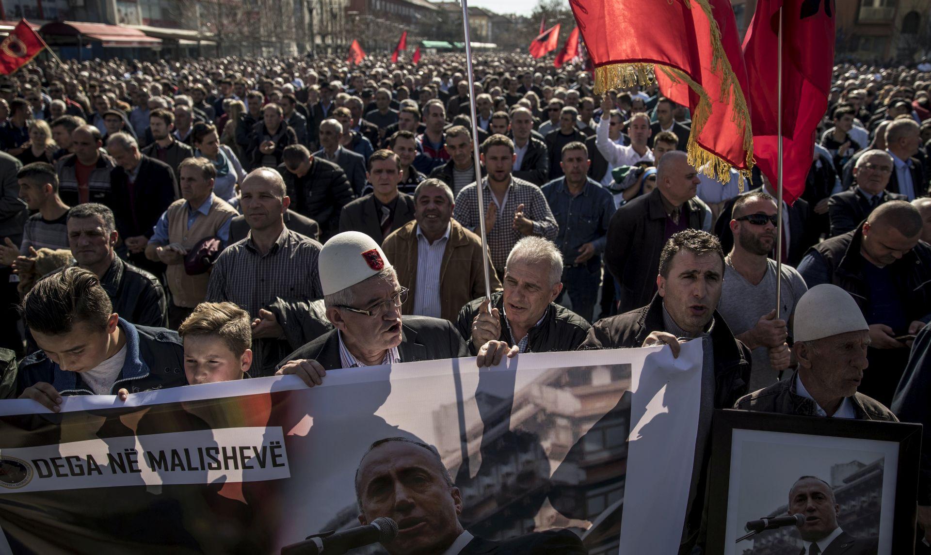PRIŠTINA Tisuće Kosovara traže oslobađanje Haradinaja