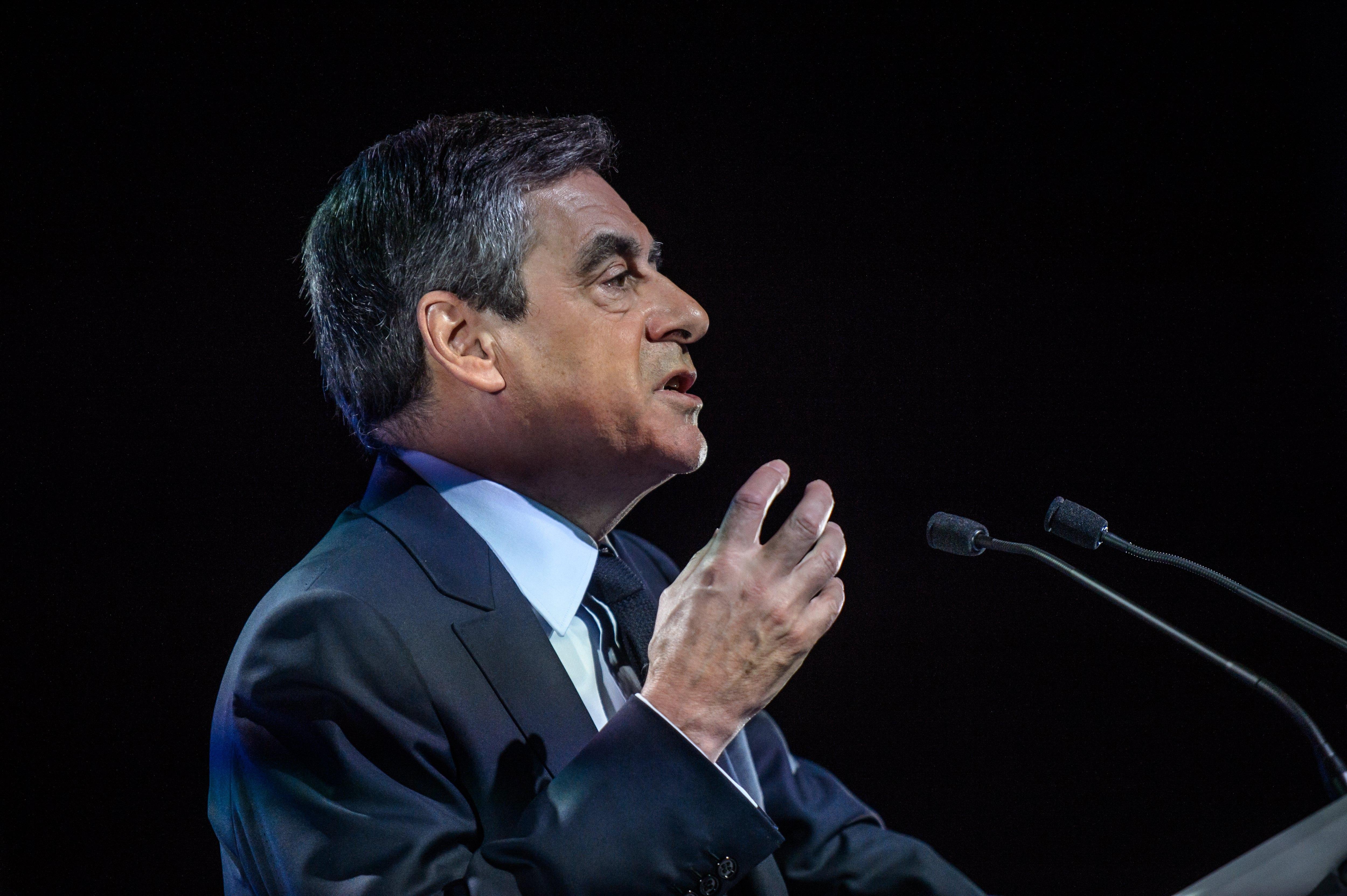 Francois Fillon uspio nametnuti svoju kandidaturu desnici