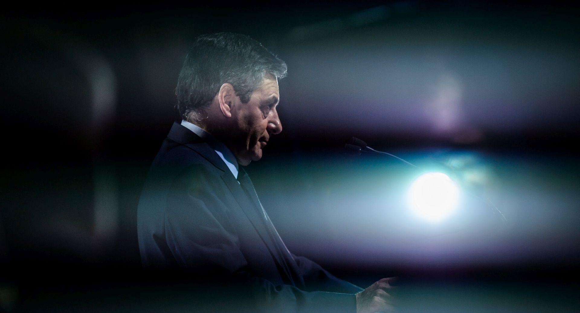 Francuski konzervativci predložit će novog kandidata, Fillon će se obratiti preko TV-a
