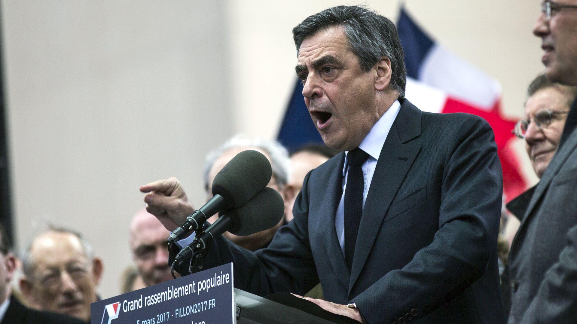 Francois Fillon kaže kako ostaje u francuskoj predsjedničkoj utrci