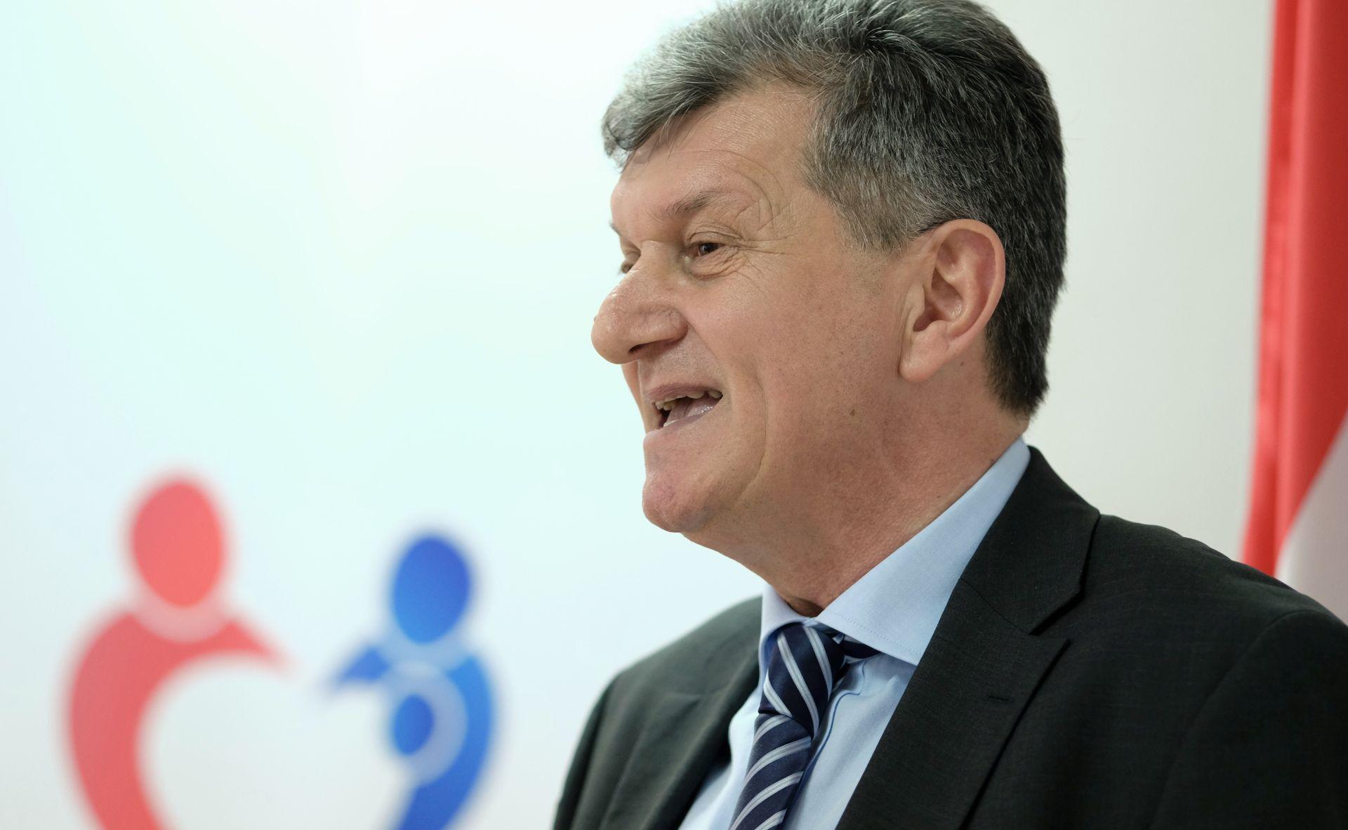 """DUBRAVKO RUŽIĆ """"Micao sam mrave i kukce s mrtvog sina"""""""