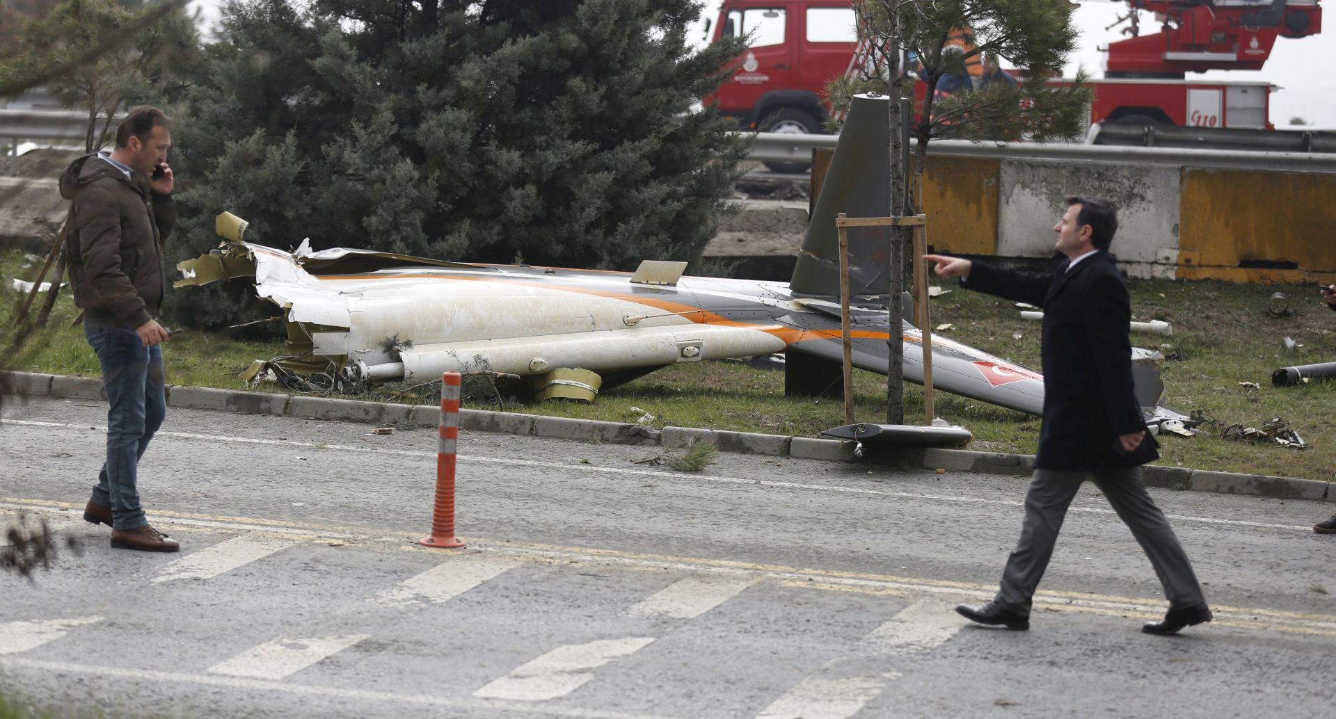ISTANBUL Najmanje sedam osoba poginulo u padu helikoptera