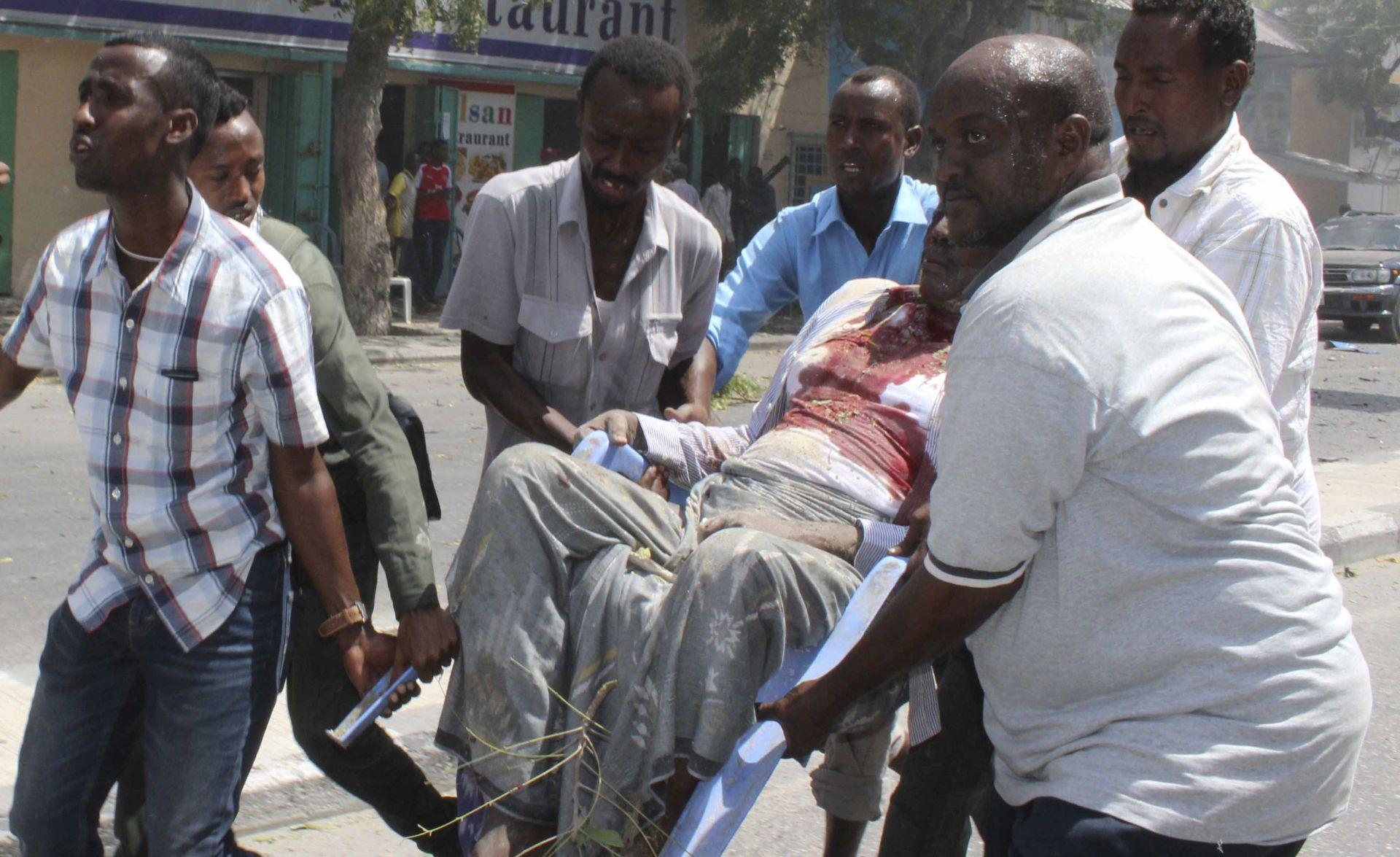 U Mogadišuu poginulo najmanje osam ljudi u eksploziji automobila bombe