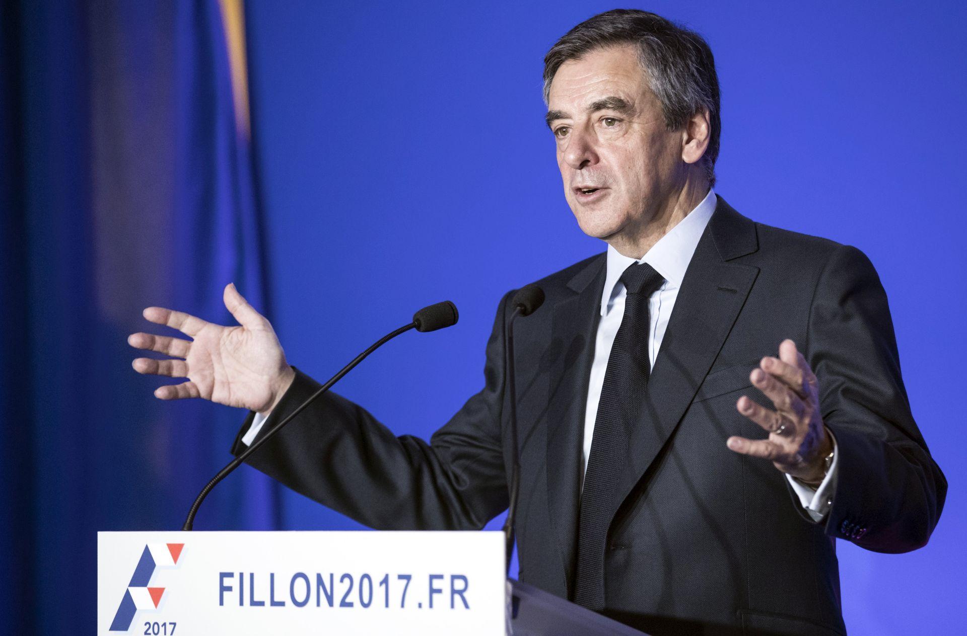 Istraga protiv Fillona proširena na poklonjena odijela