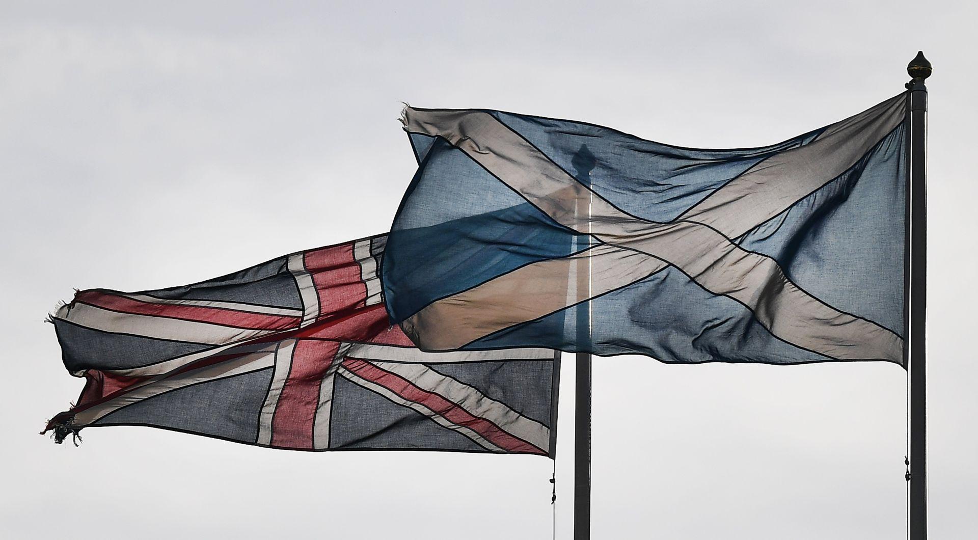 REFERENDUM O ŠKOTSKOJ NEOVISNOSTI Sturgeon i May bez dogovora