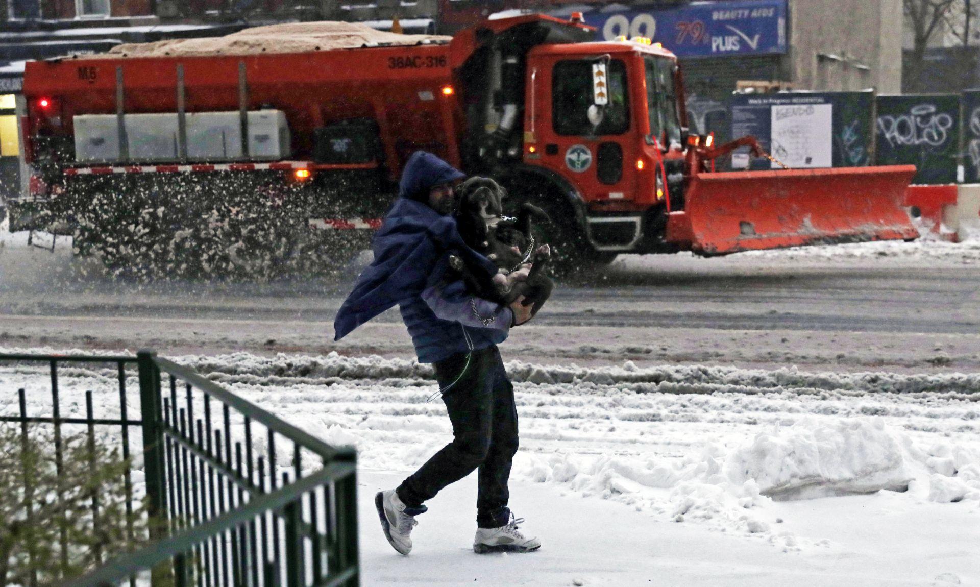 Snježna mećava paralizirala promet na sjeveroistoku SAD-a