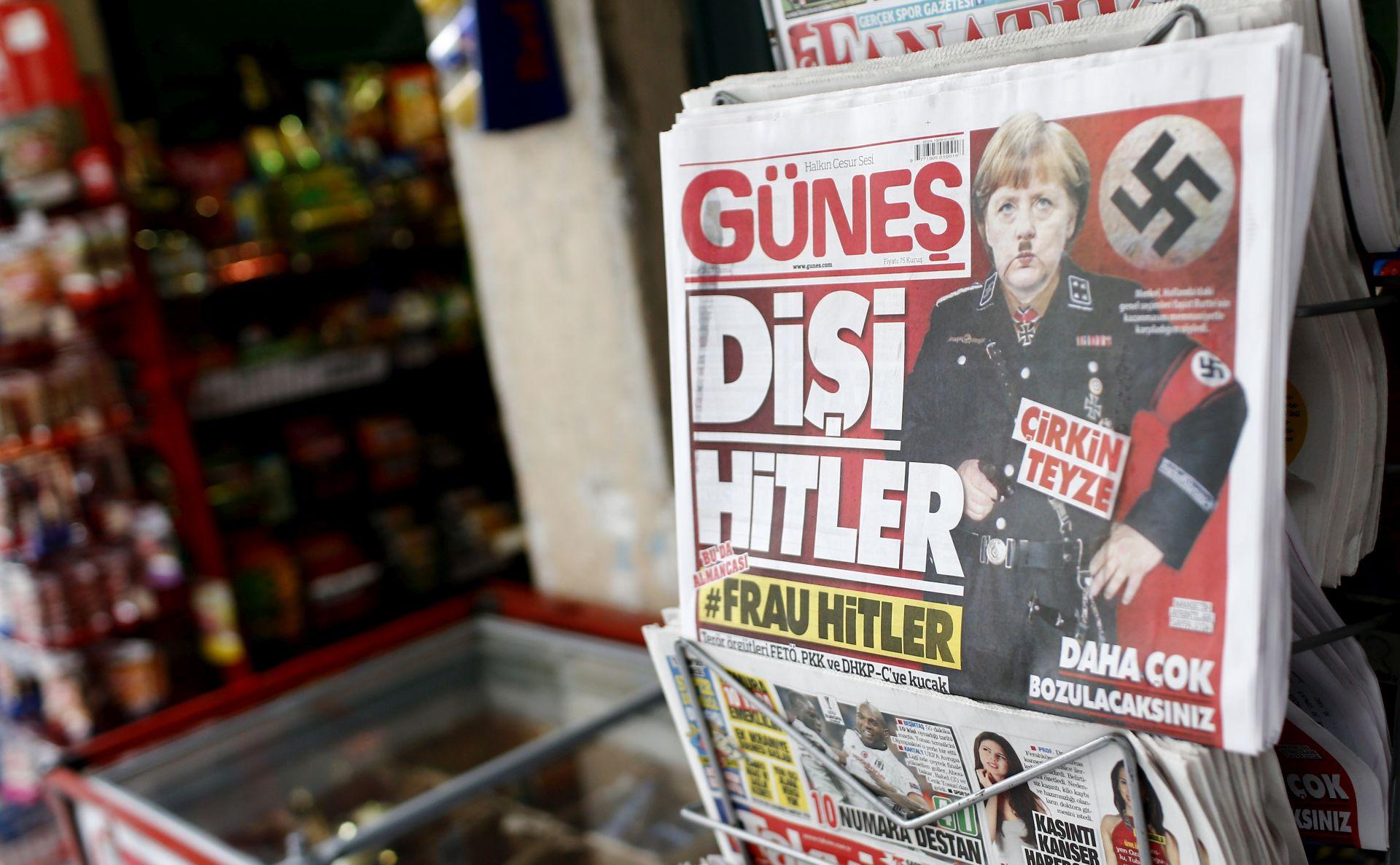 Fotomontaža Merkel kao Hitlera na naslovnici turskog dnevnika