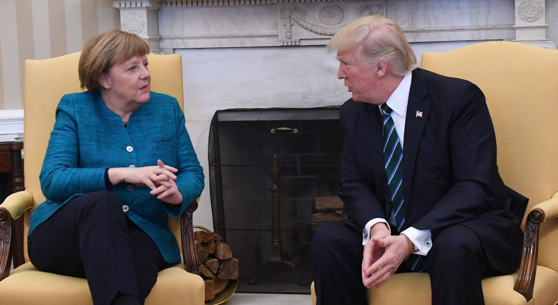SEAN SPICER 'Trump nije odbio stisnuti ruku Angeli Merkel'