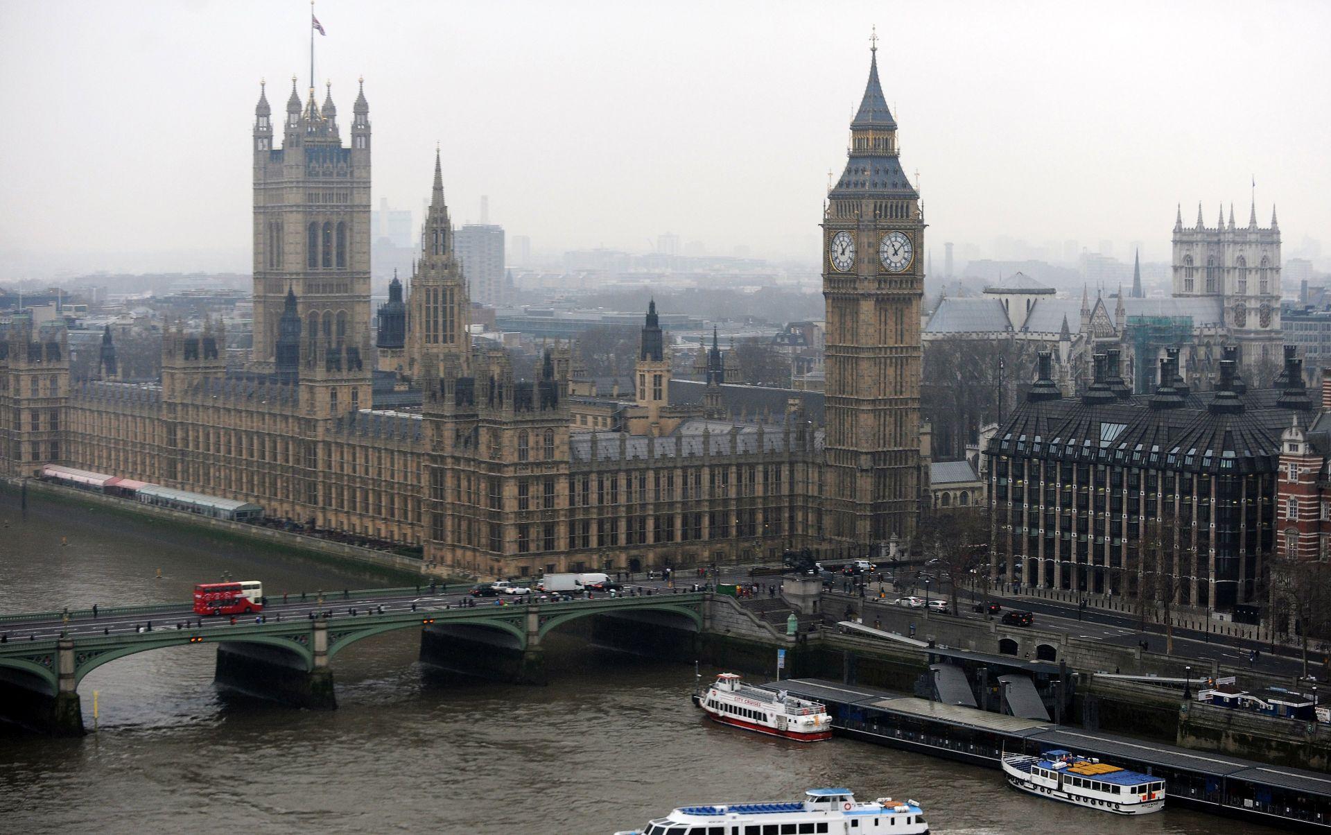 Britanski parlament nastavio s radom