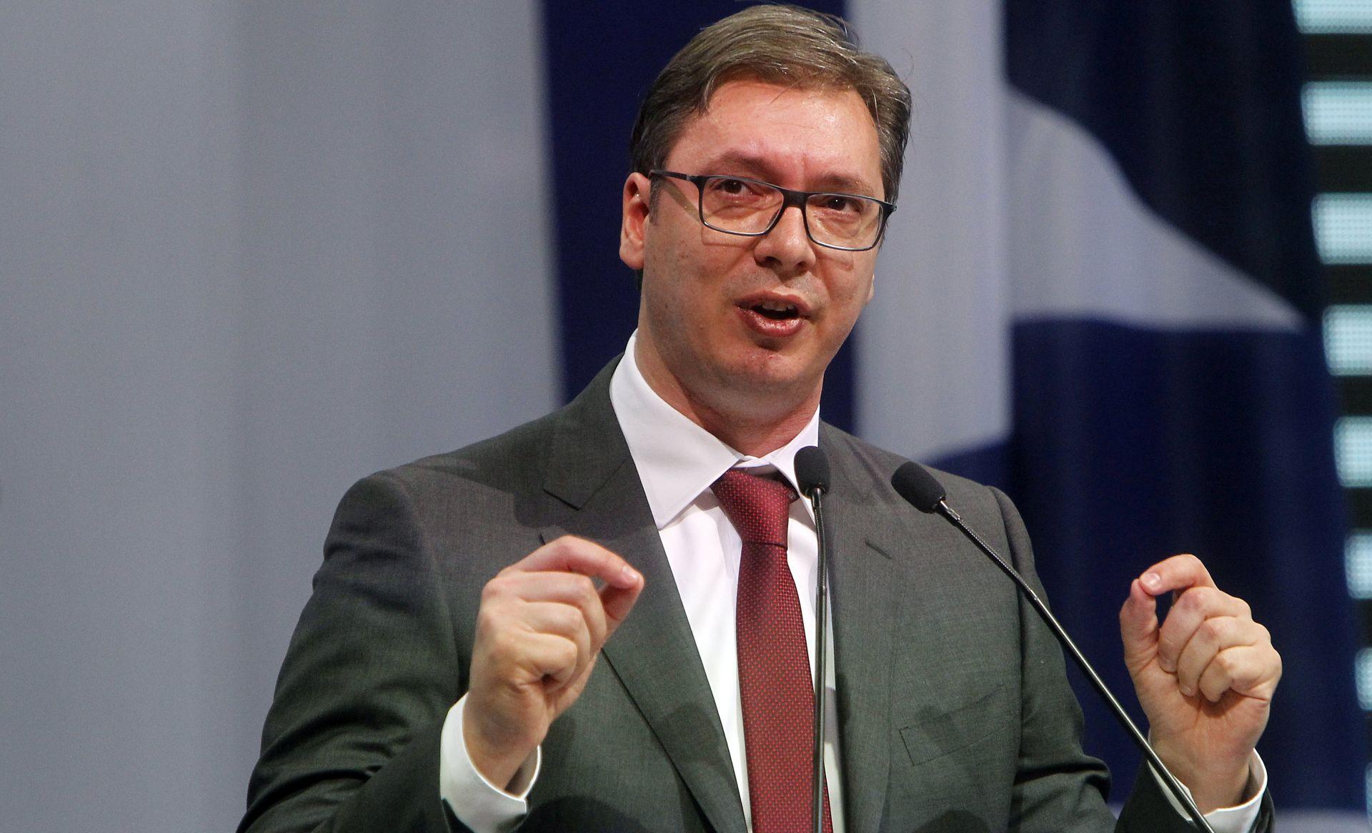 Vučić ulazi u posljednji tjedan kampanje s potporom više od polovice birača
