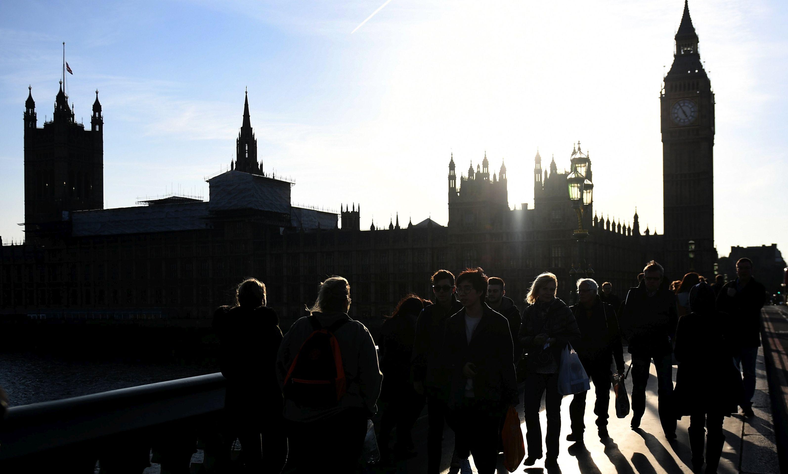Britanci provjeravaju sigurnost u parlamentu nakon krvavog napada