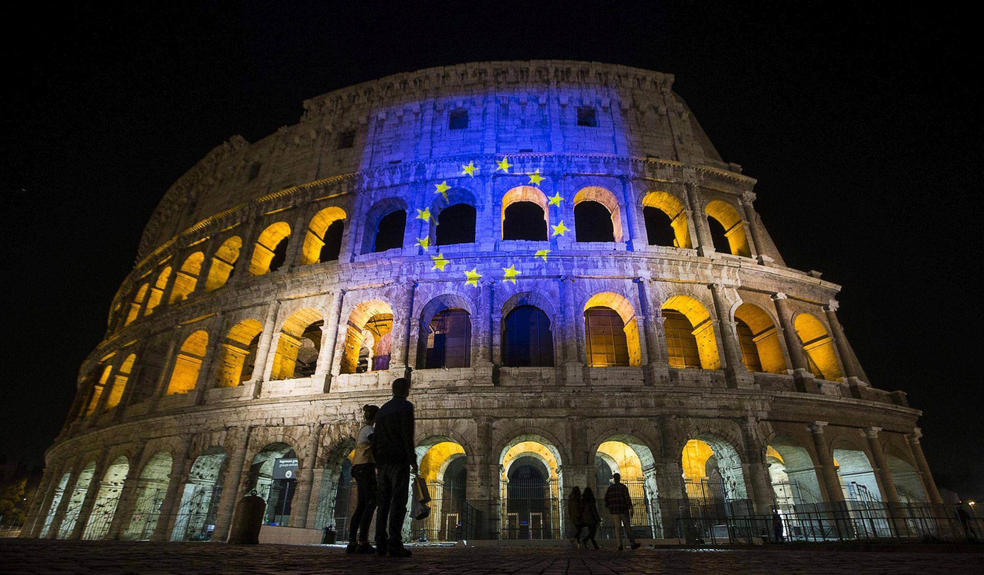 Deseci tisuća ljudi na skupovima u Rimu za i protiv Europske unije