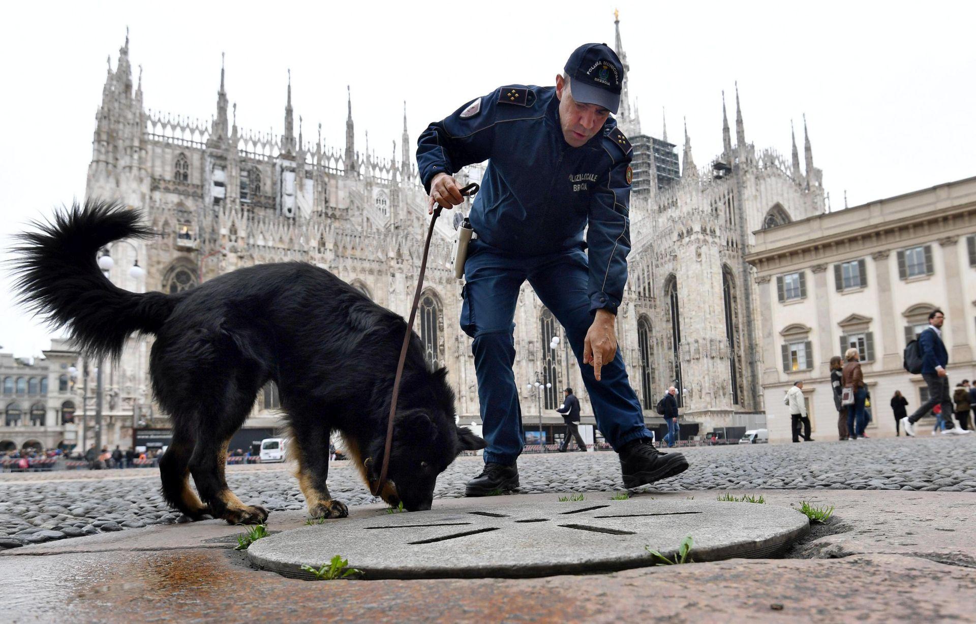 Papa u Milanu