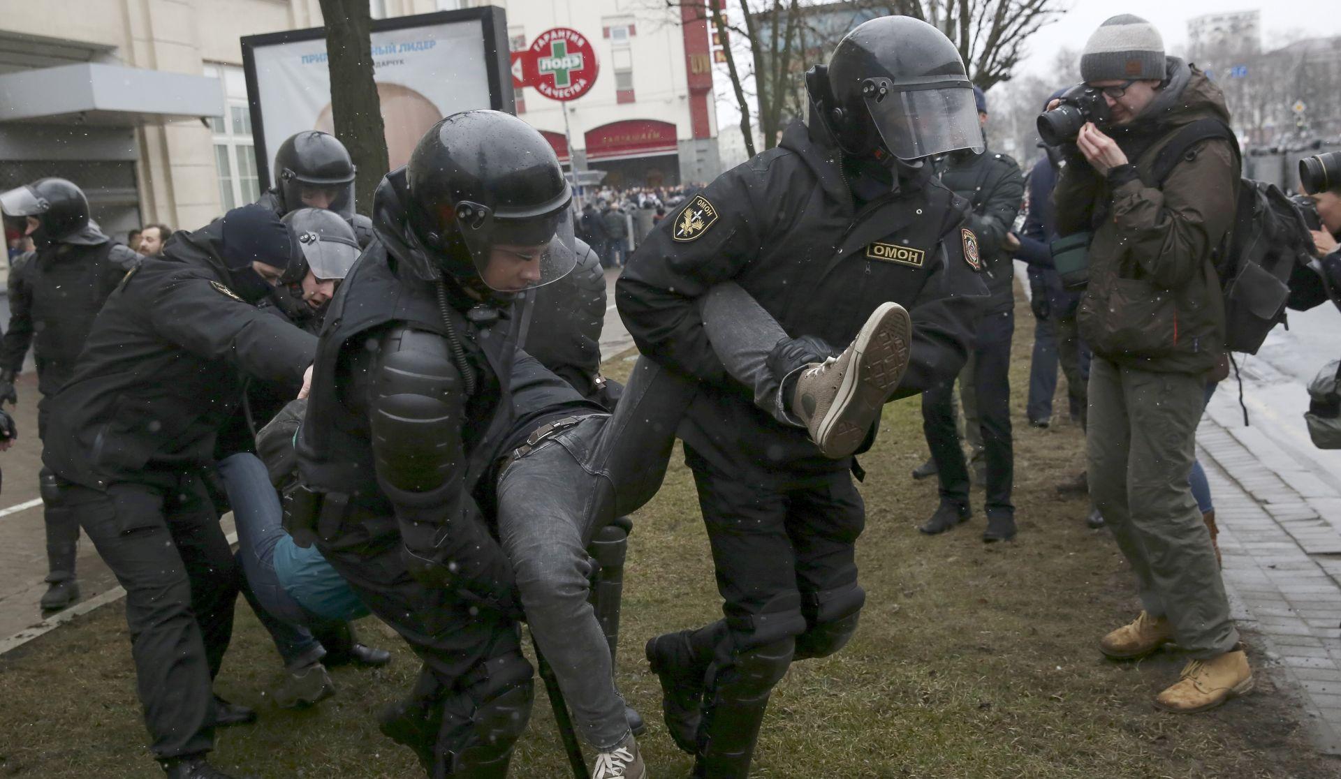 Stotine prosvjednika uhićene u Minsku