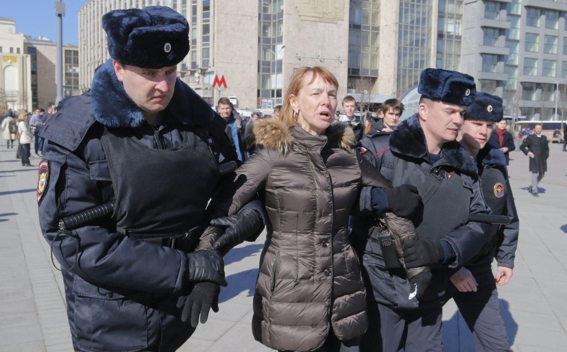Prosvjedi diljem Rusije, u Moskvi uhićen čelnik opozicije