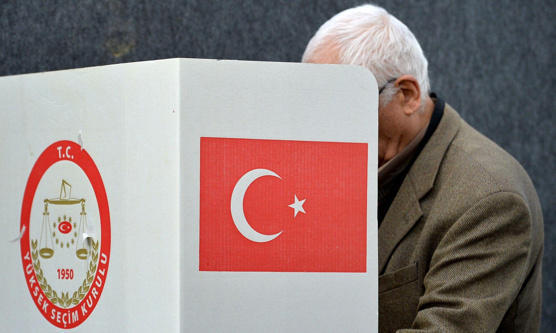 Turci u Europi počeli glasovati na referendumu o Erdoganovim ovlastima