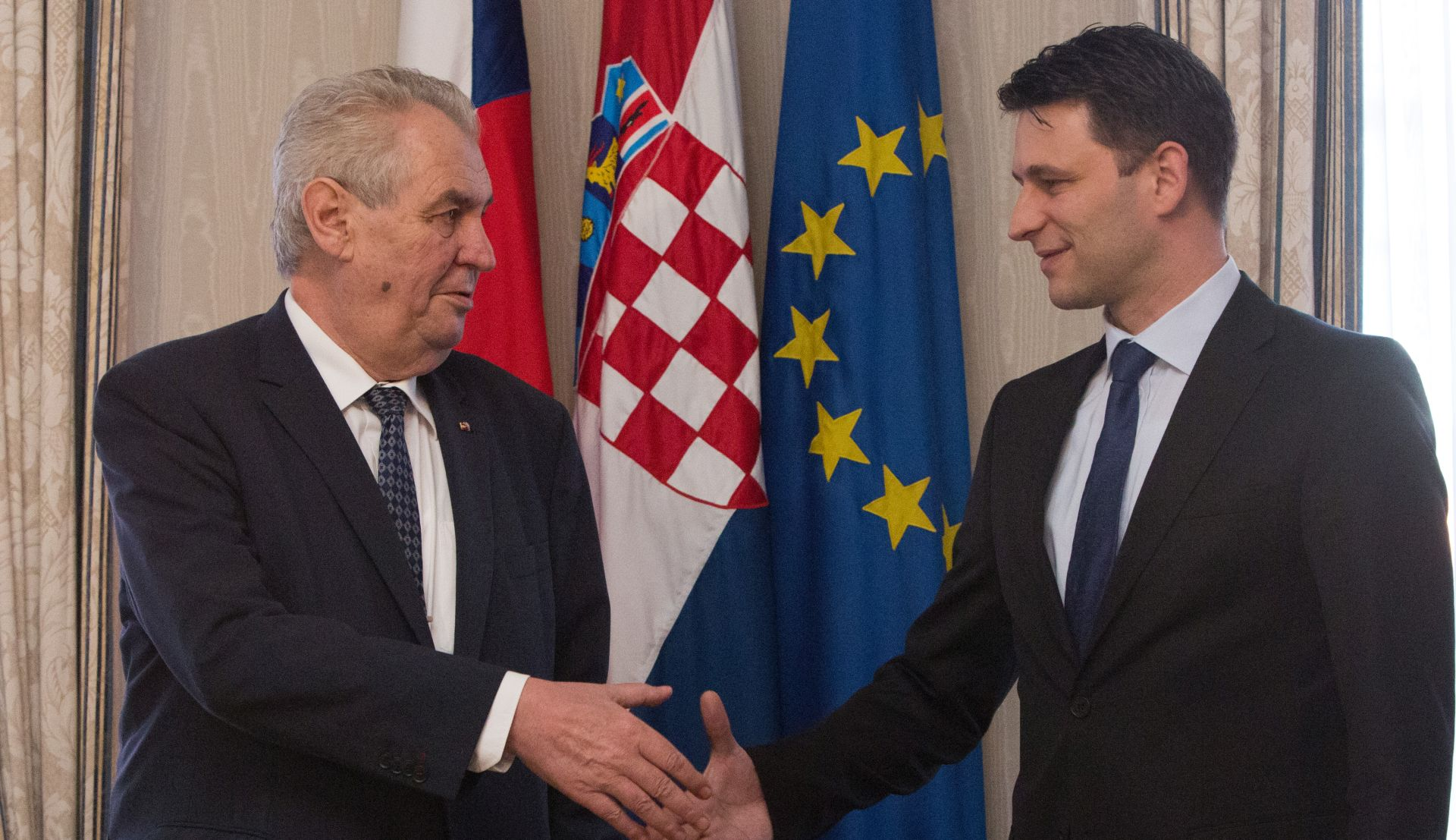 Češki predsjednik Zeman spalio crvene gaće