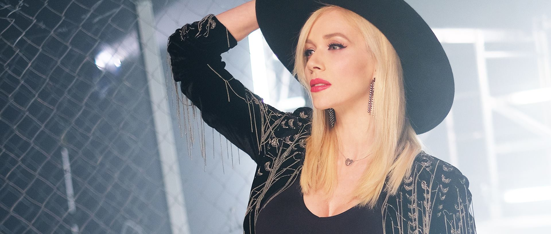 FOTO: VIDEO: Jelena Rozga predstavila novi atraktivni single 'Žileti'