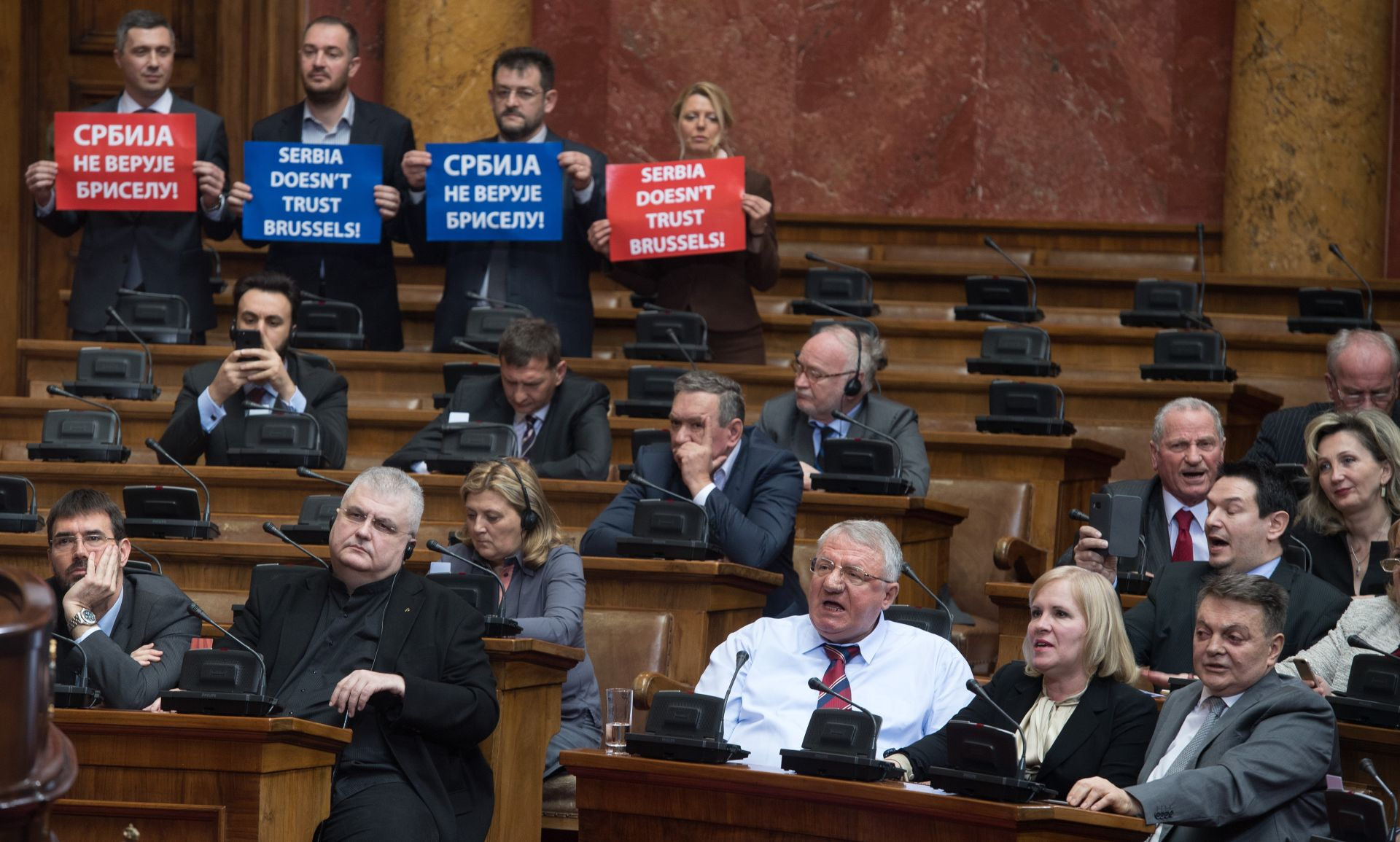 "VIDEO: BEOGRAD Radikali prekidali govor Mogherini: ""Srbija Rusija, ne treba nam Unija"""