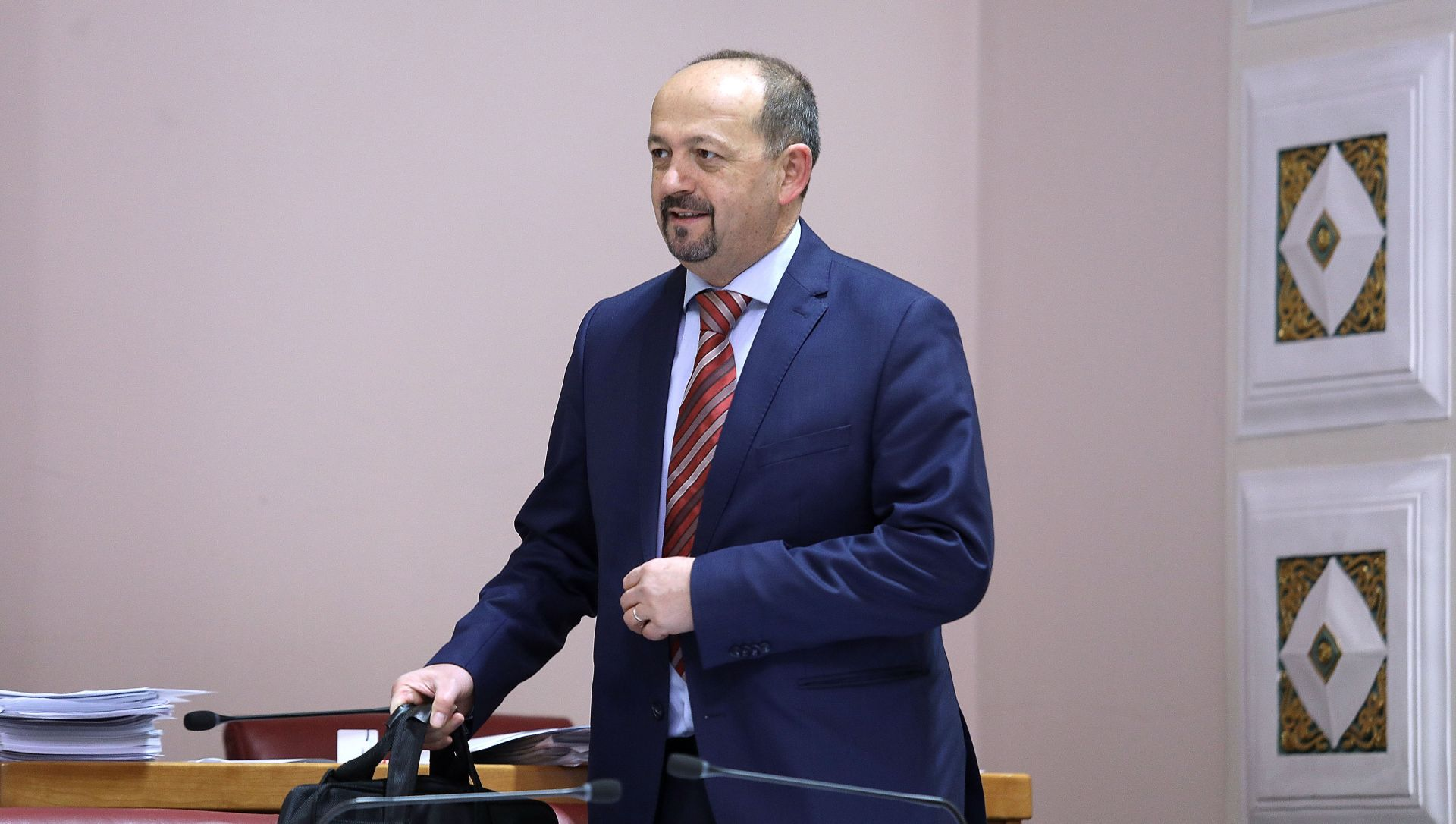 Lovrinović se čudi ideji o uvođenju eura