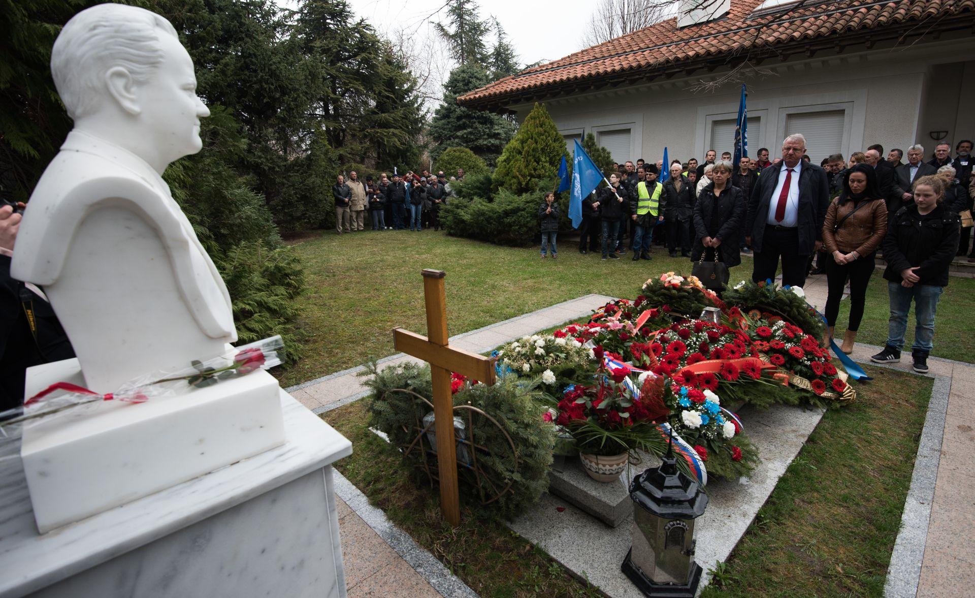 Sljedbenici odali počast Slobodanu Miloševiću