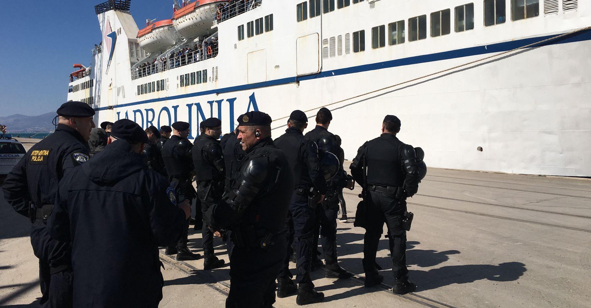 Nakon napada na Armadu kod Senja uhićeno pa pušteno 15 Torcidaša