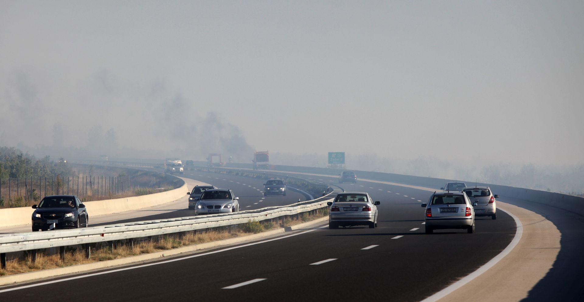 HAK Zbog požara i dima na A1 smanjena vidljivost, vozi se uz ograničenje brzine
