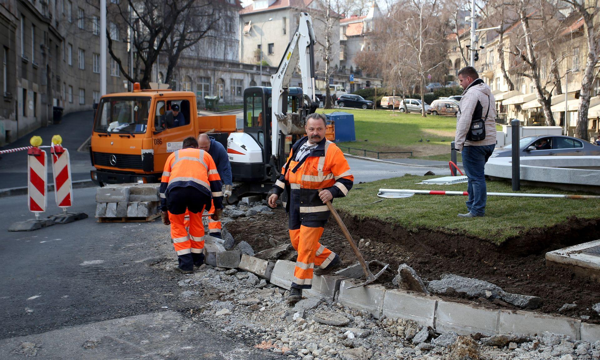 IZGRADI PA SRUŠI Bageri 'u akciji' na zagrebačkom Britancu