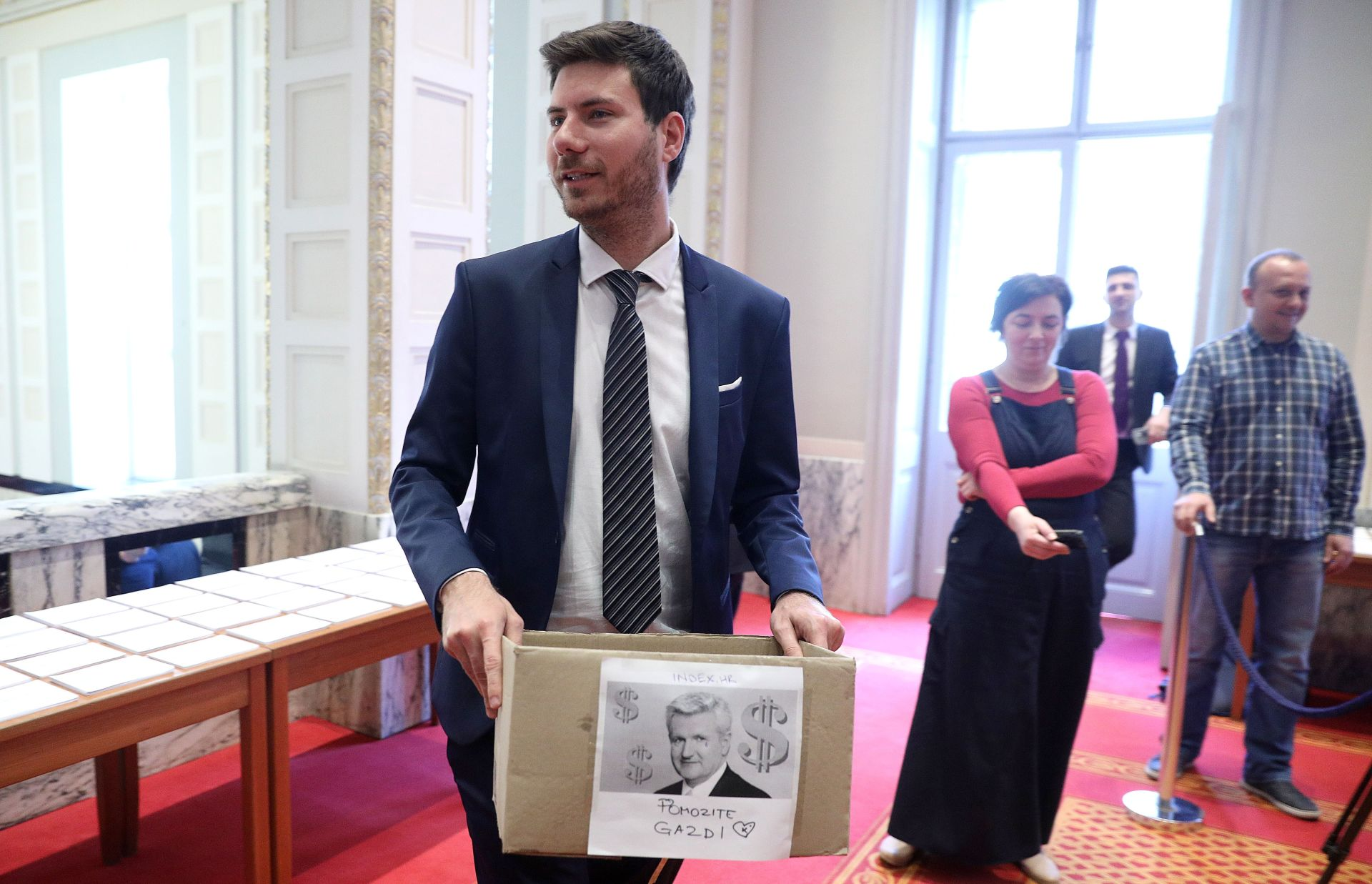 """Pernarova """"humanitarna akcija"""" za Todorića"""