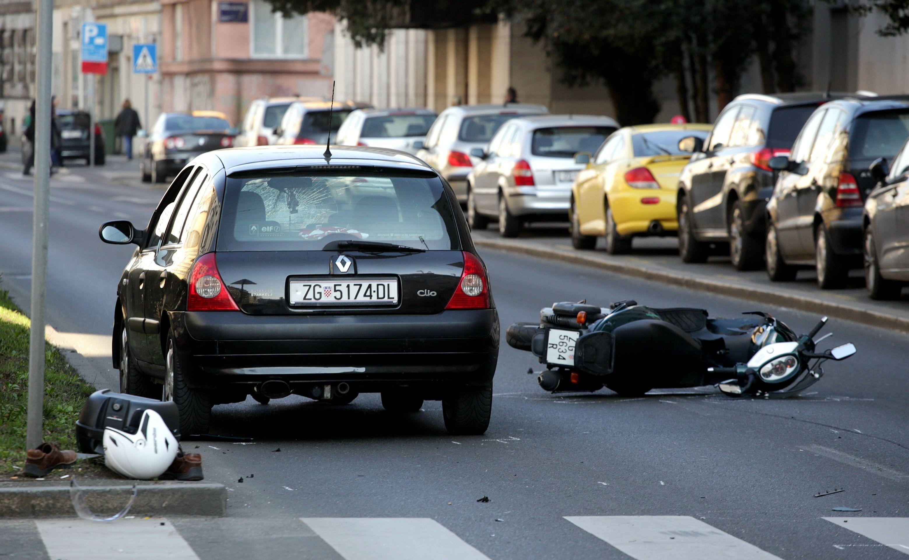 ZAGREB Sudar auta i skutera, jedna osoba ozlijeđena
