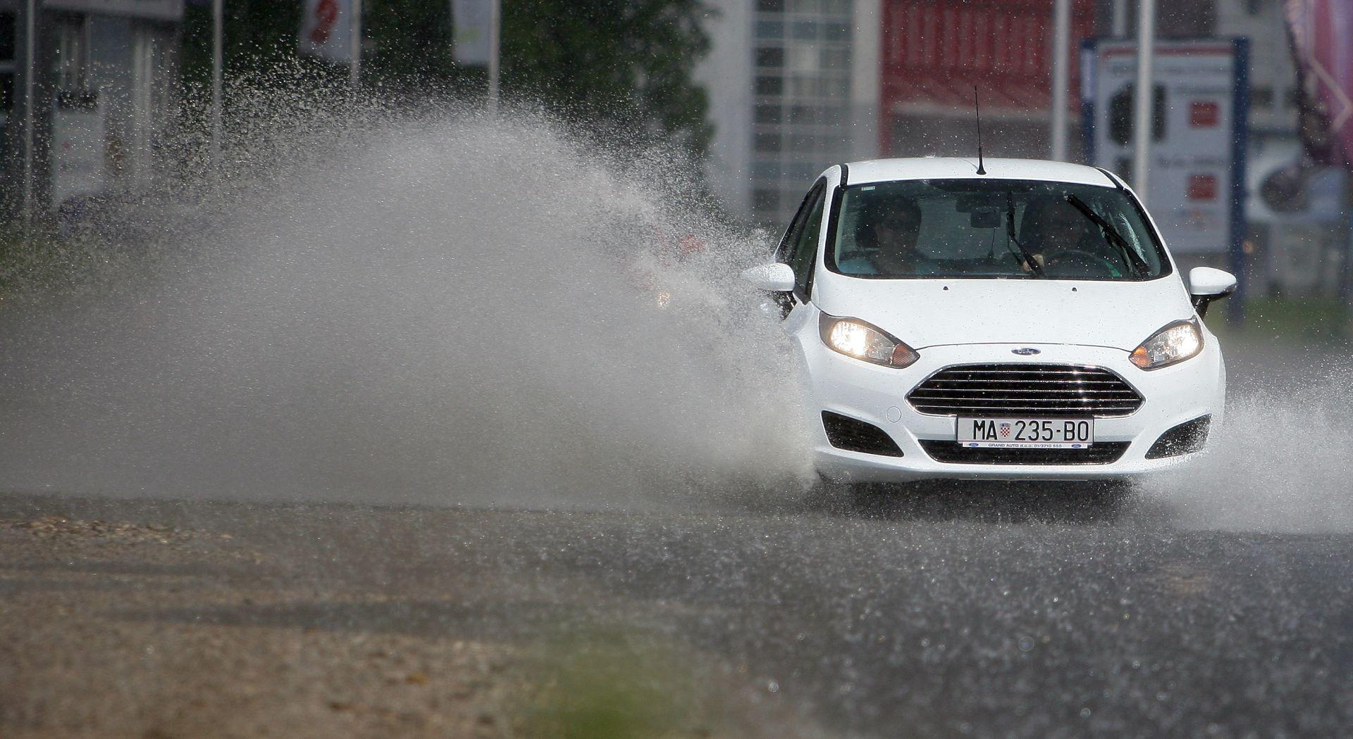 HAK Kiša i jaki pljuskovi mjestimice usporavaju promet