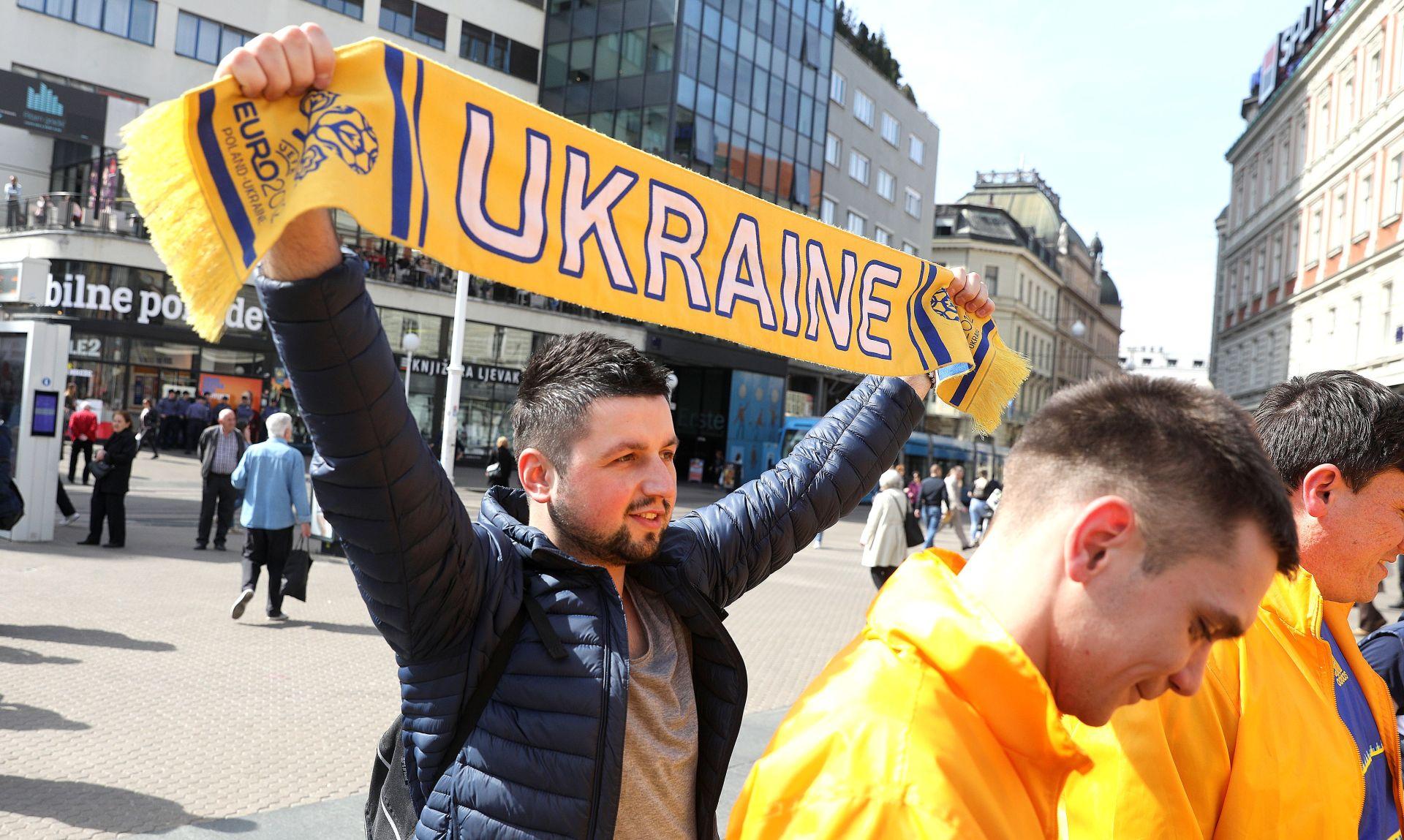 FOTO: Centar Zagreba ispunjen ukrajinskim navijačima