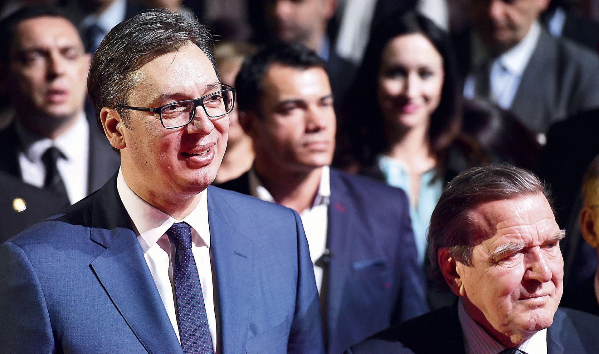 Vučić pozvao u pomoć čovjeka osuđenog na 20 godina zatvora zbog bombardiranja Srbije