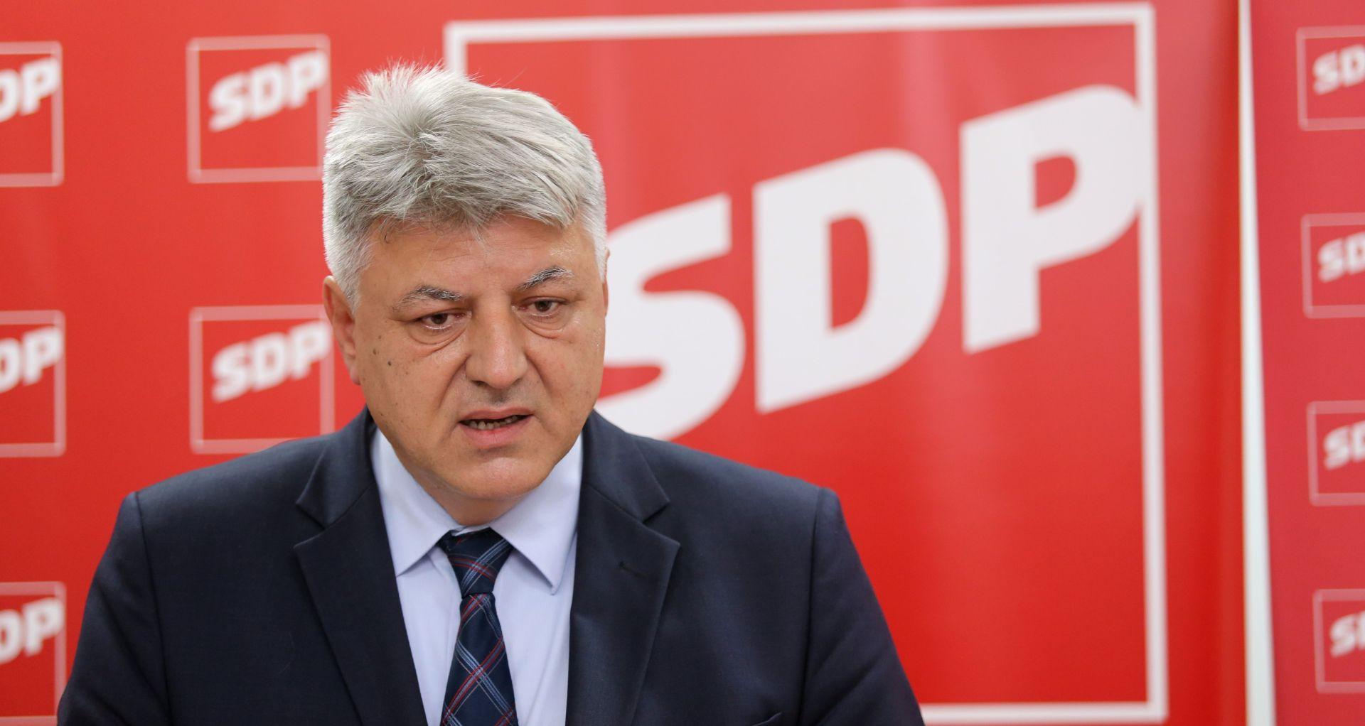 ZLATKO KOMADINA 'Bernardića ne ruši Zoran, on je ipak veći frajer'