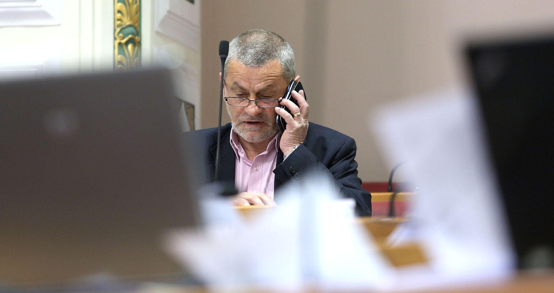 DRAGUTIN LESAR 'Bio u ambulanti, dobio tri očenaša i sedam zdravomarije'